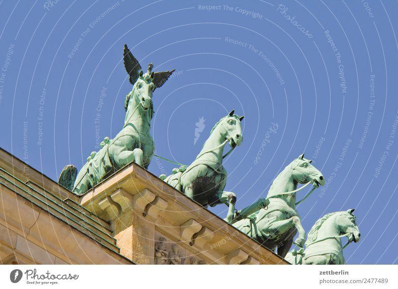 Spockpferd Brandenburger Tor Quadriga Viergespann Architektur Berlin Deutschland Hauptstadt langhans Regierungssitz Spreebogen Säule Wahrzeichen Pariser Platz