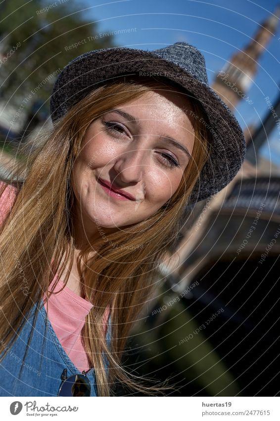 Schönes blondes Mädchen Lifestyle schön Mensch feminin Junge Frau Jugendliche Erwachsene Freundschaft Gesicht 1 13-18 Jahre Straße Mode Lächeln Umarmen