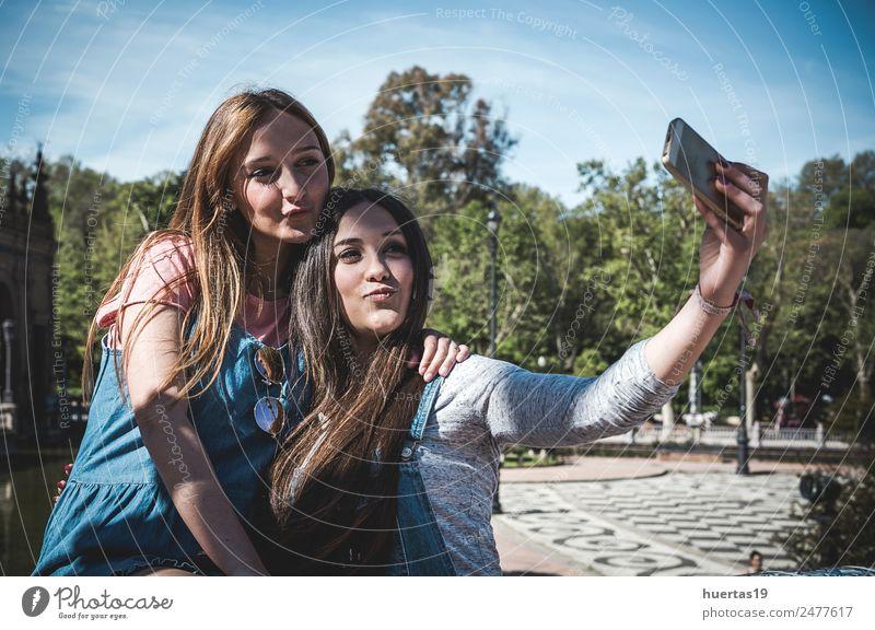 Frau Mensch Natur Jugendliche Junge Frau Pflanze schön 18-30 Jahre Erwachsene Liebe Gefühle feminin Paar Mode Haare & Frisuren Park