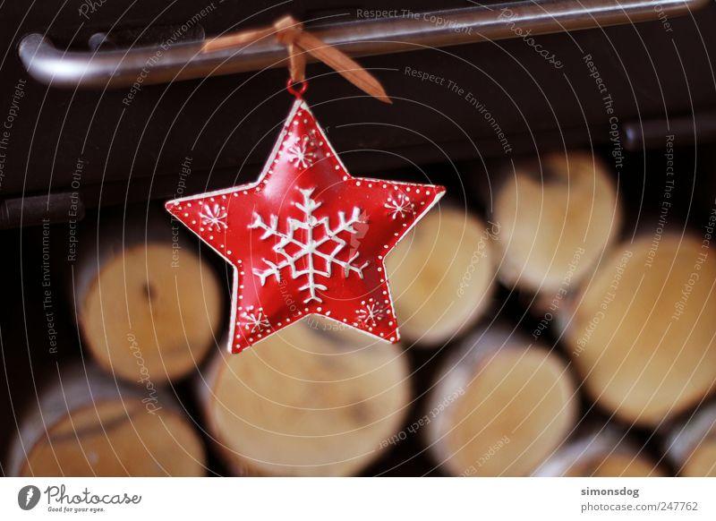 stern Feste & Feiern hängen Häusliches Leben dunkel Fröhlichkeit Stimmung Glück Vorfreude Stern (Symbol) Weihnachtsstern leuchten Schneeflocke Holz Birkenholz
