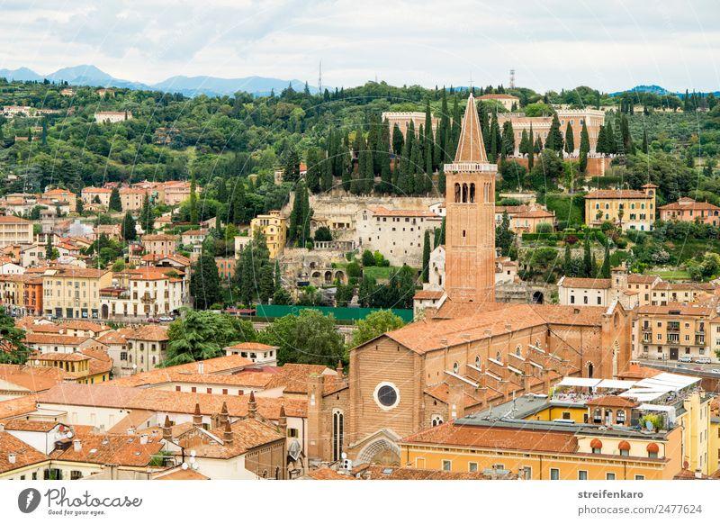Blick auf die Dächer der Altstadt von Verona vom Torre dei Lamberti, Italien Ferien & Urlaub & Reisen Tourismus Wald Alpen Berge u. Gebirge See Gardasee Europa