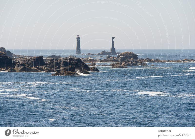 Seilbahn Landschaft Himmel Horizont Schönes Wetter Felsen Wellen Küste Riff Meer außergewöhnlich abgelegen Ferne Atlantik Bretagne Insel Leuchtturm