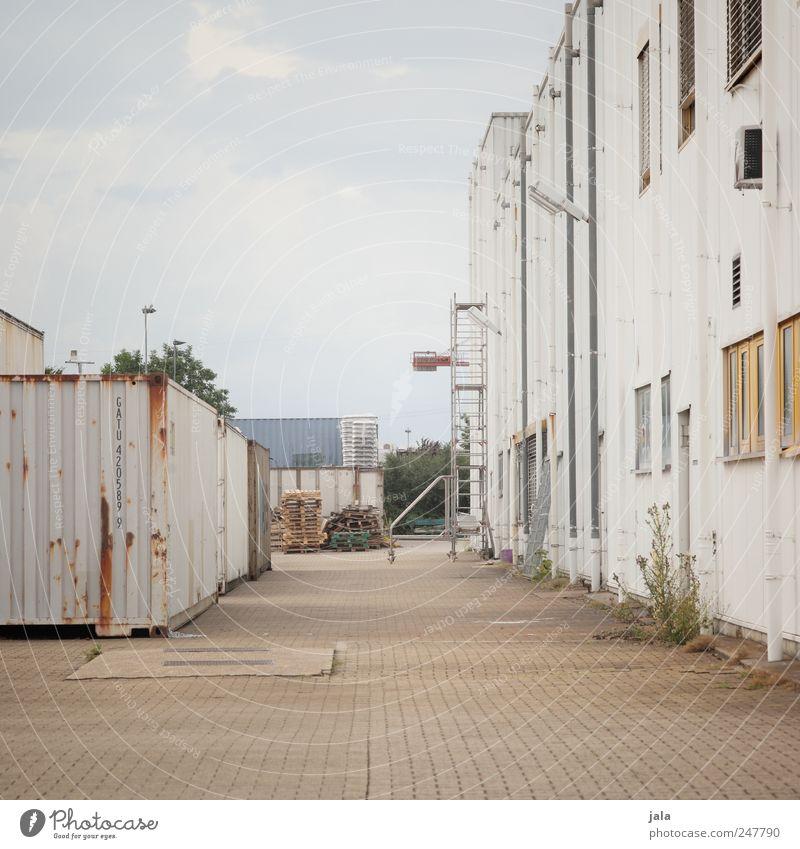 industriegebiet Industrie Himmel Haus Industrieanlage Fabrik Platz Bauwerk Gebäude Mauer Wand trist Stadt Farbfoto Außenaufnahme Menschenleer Textfreiraum oben