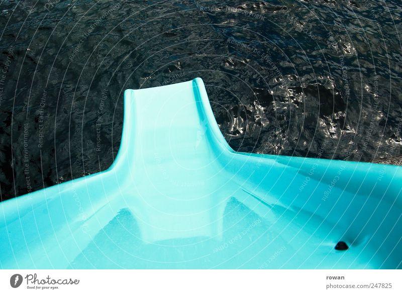 und runter! Freude Schwimmen & Baden Ferien & Urlaub & Reisen Sommer Sommerurlaub Wasser Seeufer Meer Vorfreude Rutsche rutschen Wasserrutsche blau Farbfoto