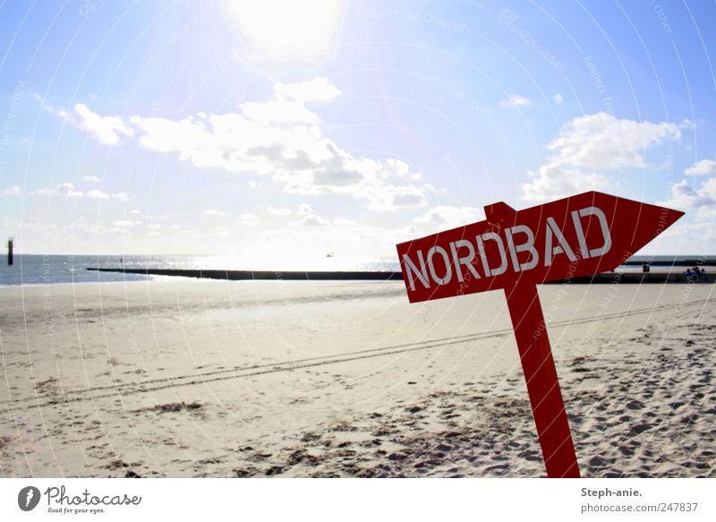 Verkehrte Welt. Wasser Himmel Wolken Sonne Sommer Schönes Wetter Küste Strand Nordsee Schriftzeichen Schilder & Markierungen Hinweisschild Warnschild rot