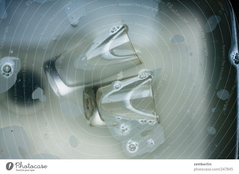 Abwasch Geschirrspülen Abfluss Reinigen Glas Haushaltsführung Küche Wasserglas wallroth Küchenspüle Sauberkeit