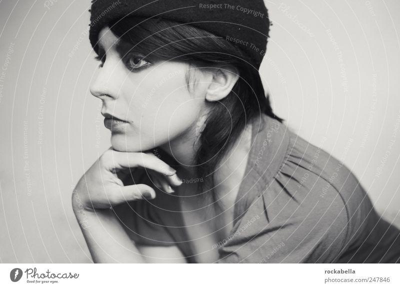greta marlene. feminin Junge Frau Jugendliche 1 Mensch 18-30 Jahre Erwachsene Mode Haare & Frisuren schwarzhaarig ästhetisch authentisch elegant schön