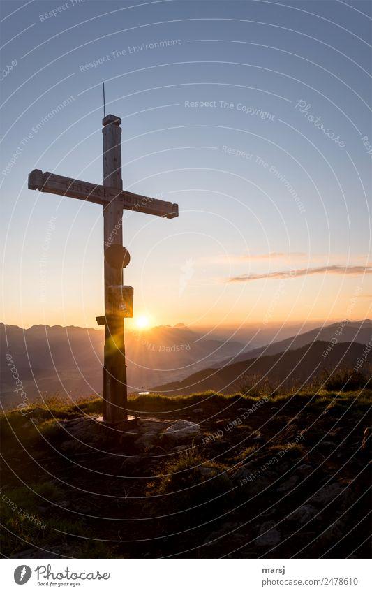 Lebensart l zum Kreuz aufschauen harmonisch ruhig Meditation Berge u. Gebirge wandern Karfreitag Natur Horizont Sonne Sonnenaufgang Sonnenuntergang Sonnenlicht