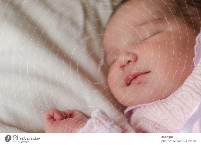 Schönes Neugeborenes schläft friedlich ein. Lifestyle elegant Mensch feminin Kind Baby Mädchen Kindheit Gesicht 1 0-12 Monate Lächeln schlafen Glück Gefühle
