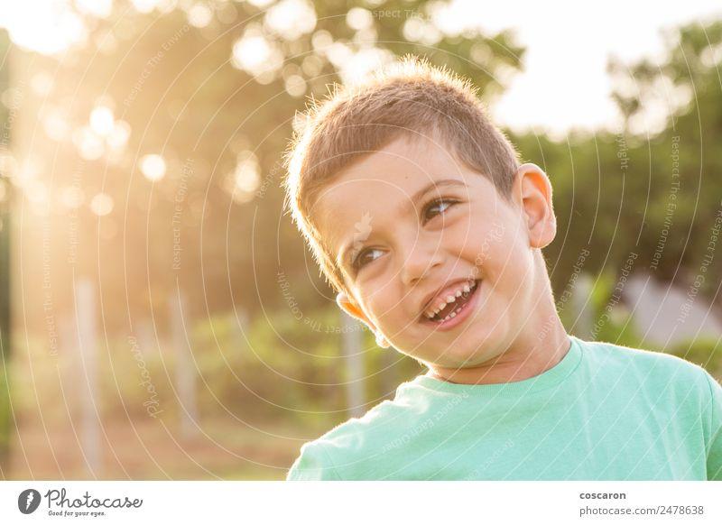 Kind Mensch Natur Sommer schön grün Sonne weiß Freude Gesicht Lifestyle Gesundheit Gras Glück Junge klein