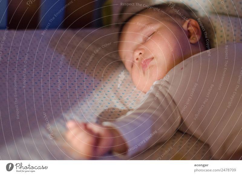 Ruhiges Schlafen in der Wiege Lifestyle Gesicht Lampe Bett Kinderzimmer Schlafzimmer Mensch feminin Baby Kindheit 1 0-12 Monate leuchten schlafen träumen