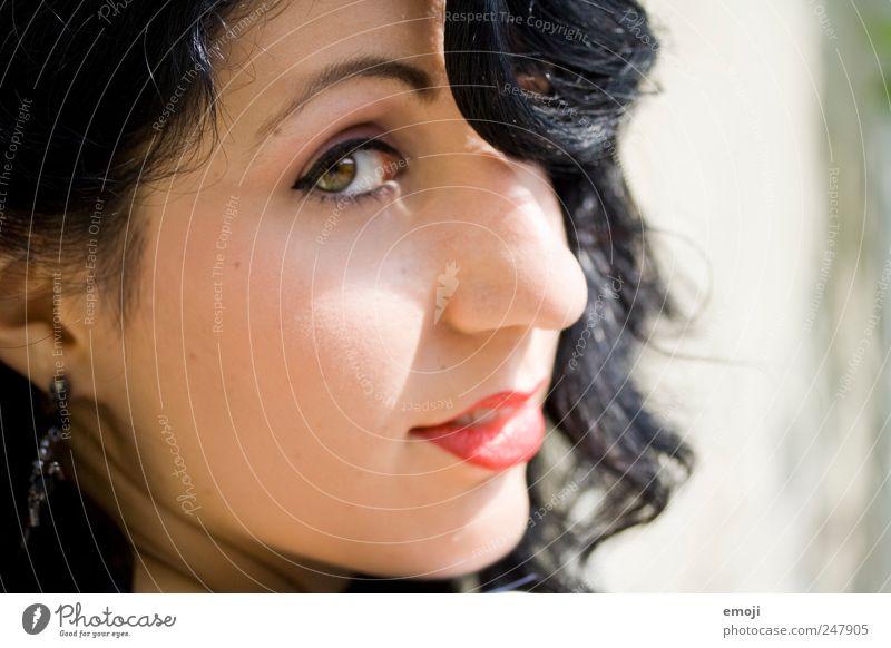 Dita Mensch Jugendliche schön Gesicht feminin Erwachsene retro einzigartig Locken 18-30 Jahre Schminke Junge Frau schwarzhaarig Fünfziger Jahre Frau