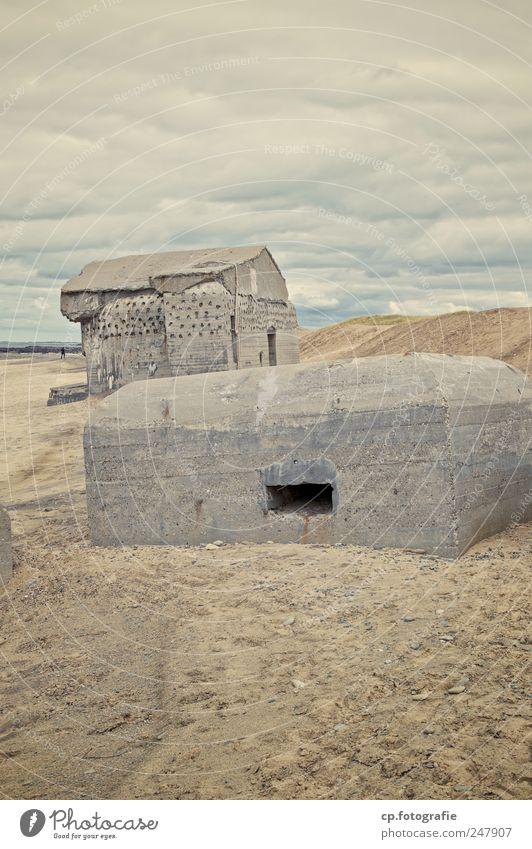Bunkeridylle 1 Landschaft schlechtes Wetter Küste Strand Nordsee Dänemark Bauwerk dunkel eckig Tag Starke Tiefenschärfe