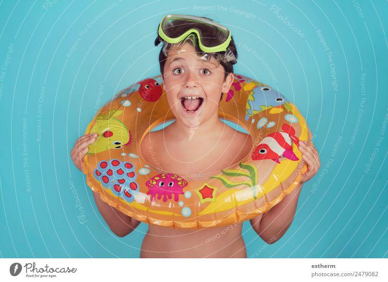 glückliches Kind lächelnd mit Schwimmring Lifestyle Freude Schwimmbad Freizeit & Hobby Ferien & Urlaub & Reisen Ausflug Sommer Sonne Strand Meer Sport tauchen