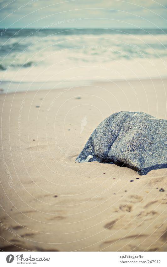 Steinchen in der Brandung Strand Landschaft Küste natürlich Nordsee Fußspur Dänemark