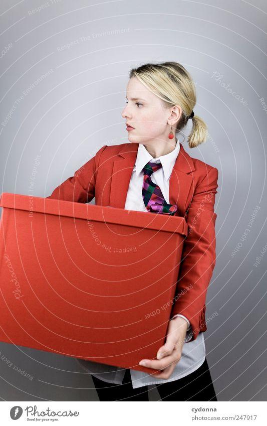Von A nach B Mensch Jugendliche rot Arbeit & Erwerbstätigkeit Stil Erwachsene Business elegant Erfolg planen Lifestyle Geldinstitut Güterverkehr & Logistik