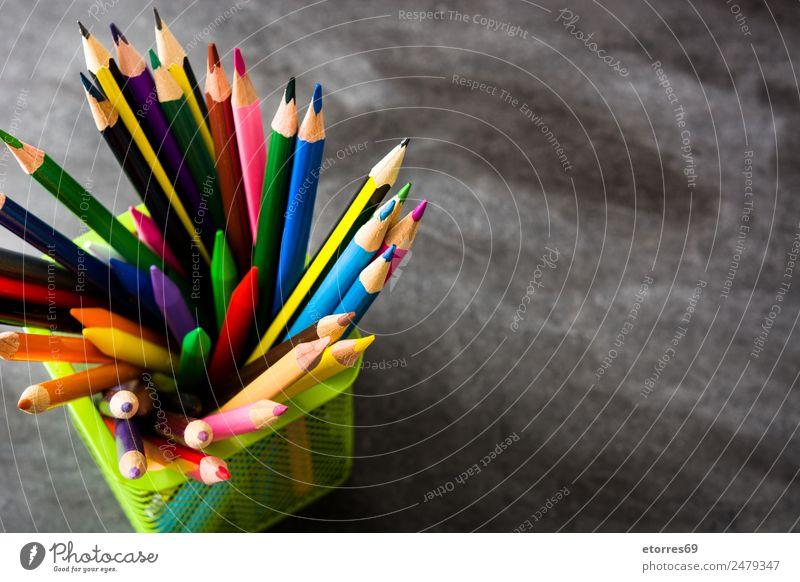 Farbstifte Bildung Kind Schule Klassenraum Tafel Arbeitsplatz Kunst Schreibstift Kasten blau braun mehrfarbig gelb orange rosa rot schwarz Konzentration