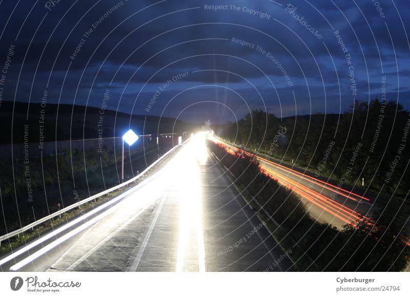 Aral BAB Sessen bei Nacht 2 Autobahn Langzeitbelichtung Verkehr blau