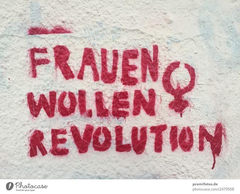 """Graffiti: '""""Frauen wollen Revolution"""" rot Wand Kunst Mauer Zusammensein Kraft Kultur Erfolg Jugendkultur Geld Hoffnung Macht trendy Leidenschaft"""