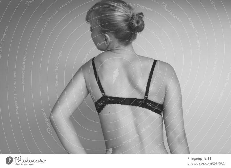 Schief schön Körper Gesundheit feminin Rücken Arme 1 Mensch Unterwäsche Haare & Frisuren Zopf Bewegung außergewöhnlich dünn natürlich Gefühle Verschwiegenheit