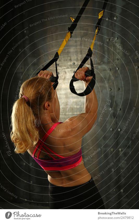 Damen-Trainingsarme mit trx Fitness-Gurten Lifestyle Sport Sport-Training Leichtathletik Sportler Junge Frau Jugendliche Erwachsene Arme 1 Mensch 18-30 Jahre