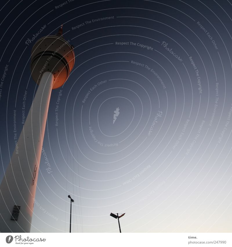 Guten Abend Hamburg Telekommunikation Himmel Turm Bauwerk Architektur Fassade Wahrzeichen Kommunizieren hoch blau gelb gold Stimmung Fernsehturm Elektronik