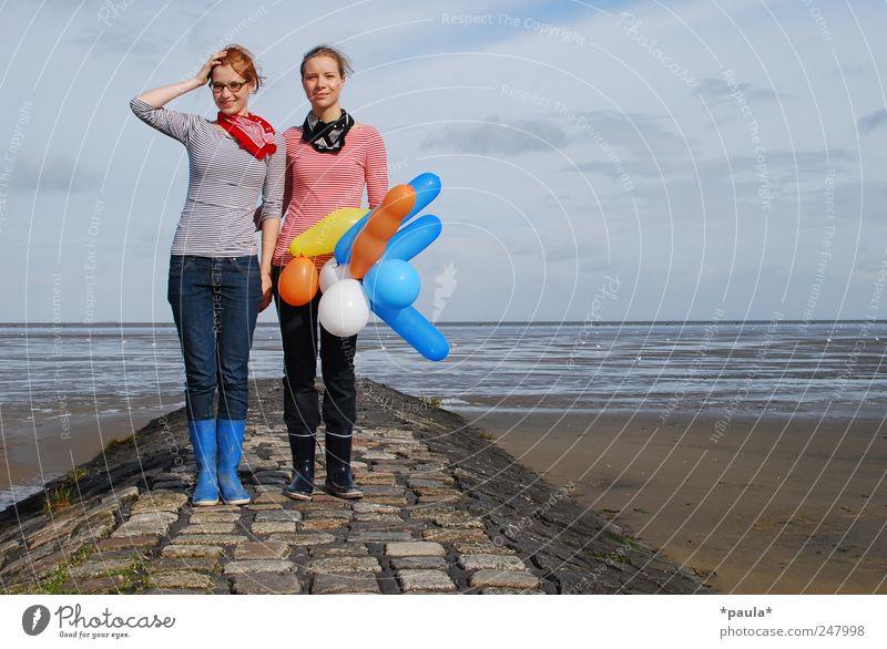 Selbstauslöser Junge Frau Jugendliche 2 Mensch 18-30 Jahre Erwachsene Natur Landschaft Erde Himmel Schönes Wetter Nordsee Wattenmeer T-Shirt Jeanshose Halstuch