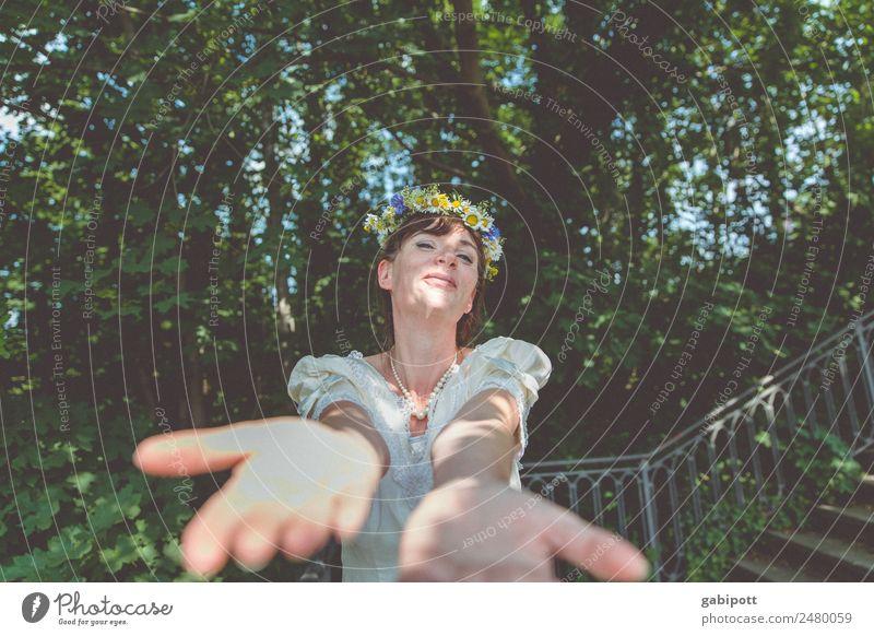 reich mir deine hand | UT DRESDEN Frau Mensch Jugendliche Junge Frau schön Hand Freude Erwachsene Leben Liebe natürlich feminin Glück Paar Fröhlichkeit