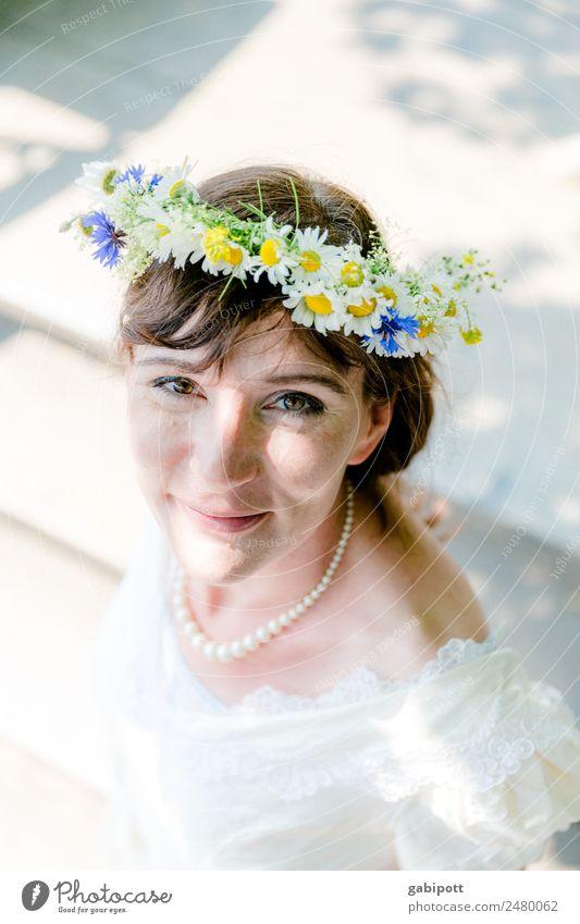 Die hellen Tage | UT Dresden Lifestyle Freude Glück Hochzeit Mensch feminin Junge Frau Jugendliche Erwachsene Leben 1 leuchten träumen Fröhlichkeit schön