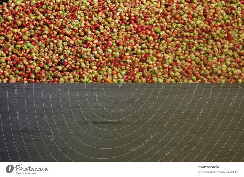 Äpfel für alle.. grün rot grau Lebensmittel Frucht Apfel saftig Außenaufnahme