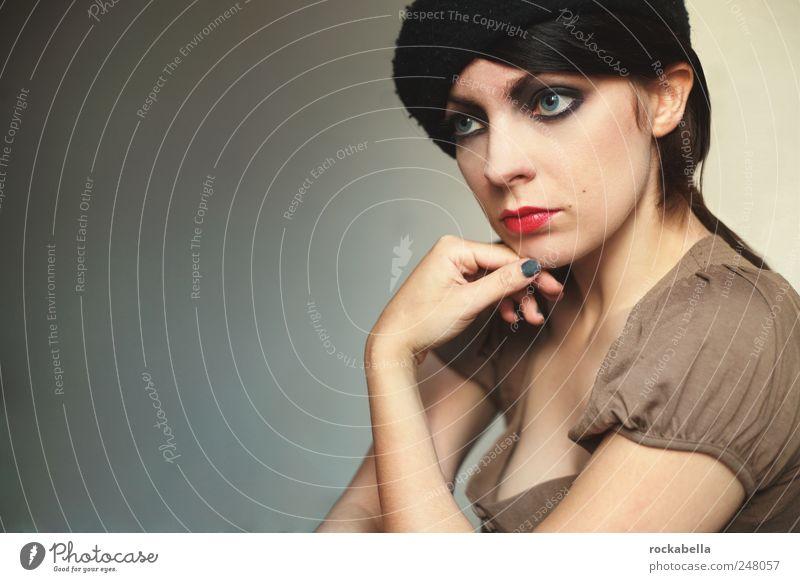 eigentlich ist alles real. feminin Junge Frau Jugendliche 1 Mensch 18-30 Jahre Erwachsene schwarzhaarig brünett ästhetisch einzigartig Zwanziger Jahre Farbfoto