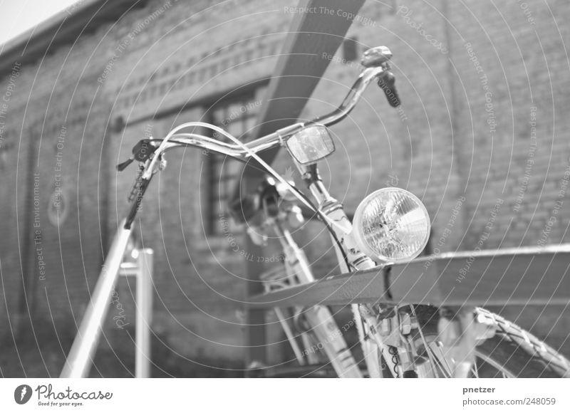 Bike Wand Freiheit Bewegung Mauer Beleuchtung Fahrrad Verkehr Geschwindigkeit fahren Zaun Verkehrswege Fahrzeug Reifen Verkehrsmittel Industrieanlage Bremse