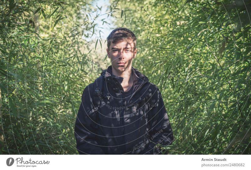 Porträt im Bambusdickicht Mensch Natur Jugendliche Mann Sommer Junger Mann Einsamkeit ruhig Erwachsene Lifestyle Umwelt Frühling Stil Design maskulin Park