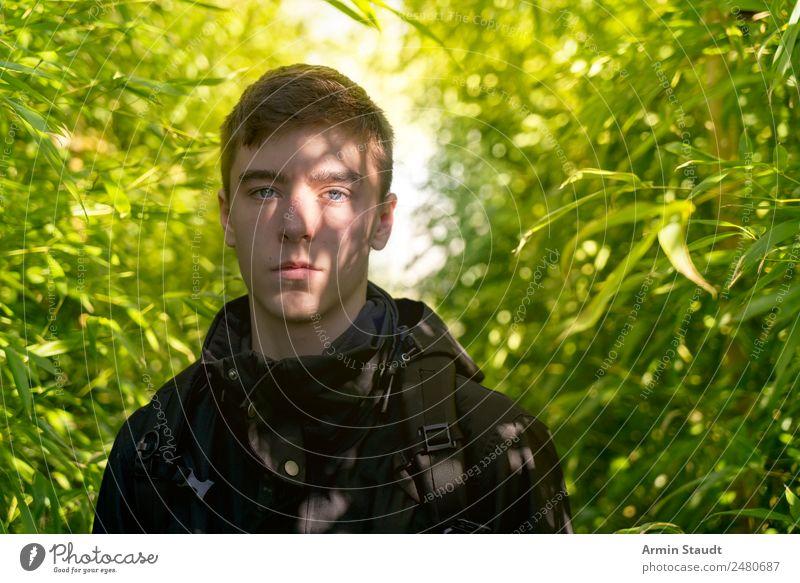 Porträt im Bambusdickicht II Lifestyle Stil Design exotisch Sinnesorgane ruhig Sommer Mensch maskulin Junger Mann Jugendliche Erwachsene 1 13-18 Jahre Umwelt