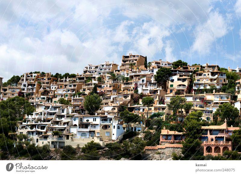Bebaut Himmel Stadt Meer Wolken Haus Wand Mauer Küste Gebäude Fassade Insel Hügel viele Balkon Skyline Schönes Wetter