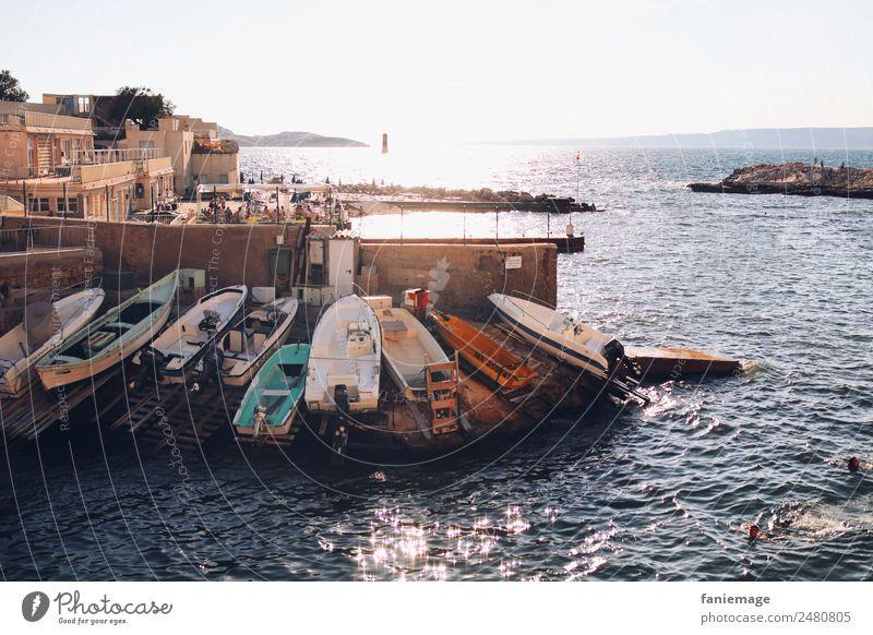 Malmousque Fischerdorf Stadt Hafenstadt heiß Marseille Wasserfahrzeug Fischerboot Felsen Mittelmeer Provence Sommer Küste Corniche Wellen Schwimmen & Baden