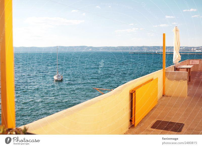 happy Malmousque Natur Landschaft Sommer Schönes Wetter heiß hell trendy Corniche Aussicht Balkon Terrasse Meer Sonnenschirm Wärme Wasserfahrzeug Segelboot