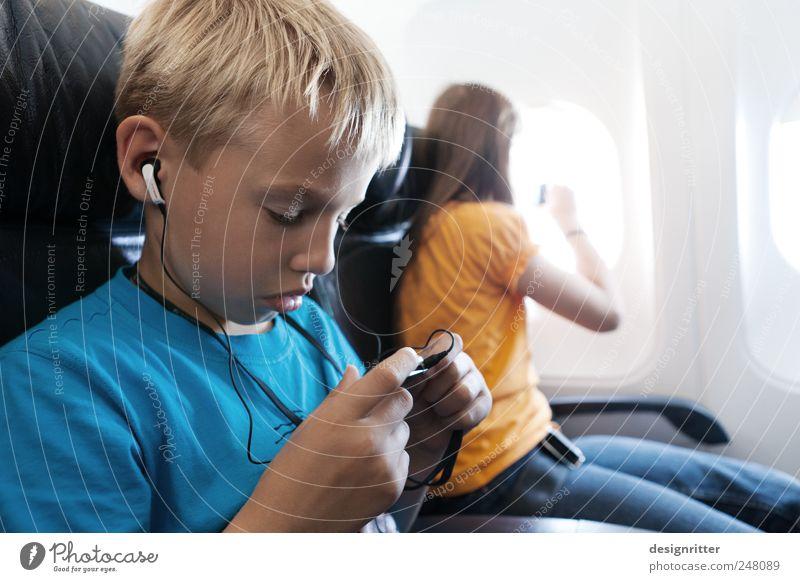 Digitale Scheuklappen Kind Mädchen Sommer Ferien & Urlaub & Reisen Ferne Junge träumen Musik Flugzeug fliegen Kindheit Luftverkehr tauchen Neugier hören