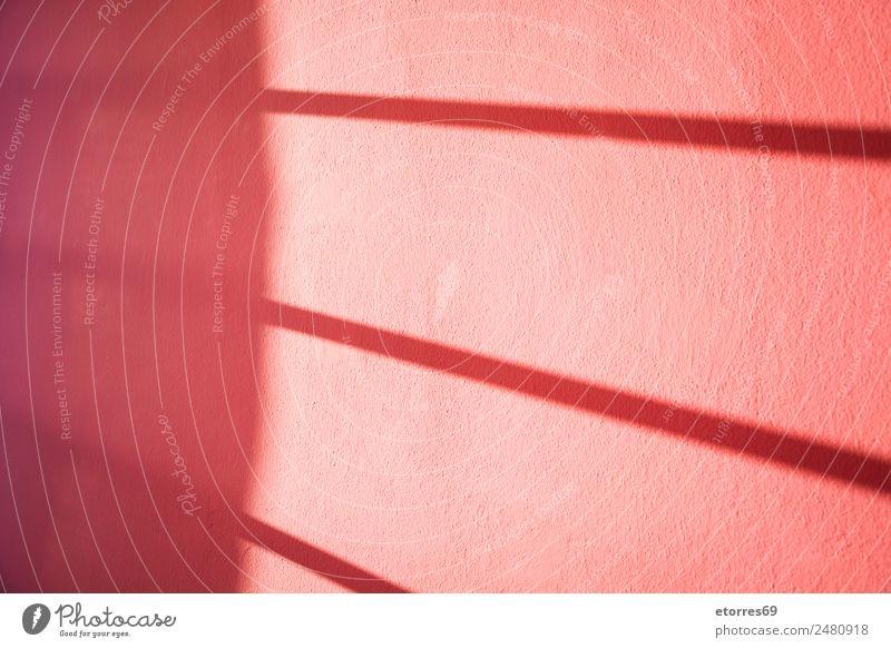 Fensterschatten an der Wand Haus Gebäude Mauer rot Erholung Farbe Ferien & Urlaub & Reisen Perspektive Schatten Sonnenlicht Hintergrund neutral Konsistenz