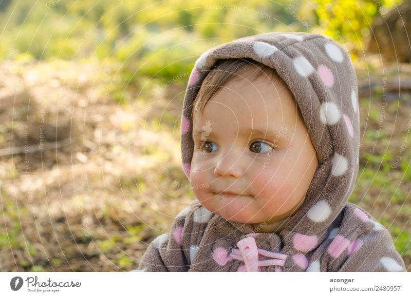 Porträt eines schönen Babys Gesicht Mensch feminin Mädchen Kindheit 1 0-12 Monate Mantel natürlich kalt Auge horizontal Menschen hübsch Farbfoto Außenaufnahme