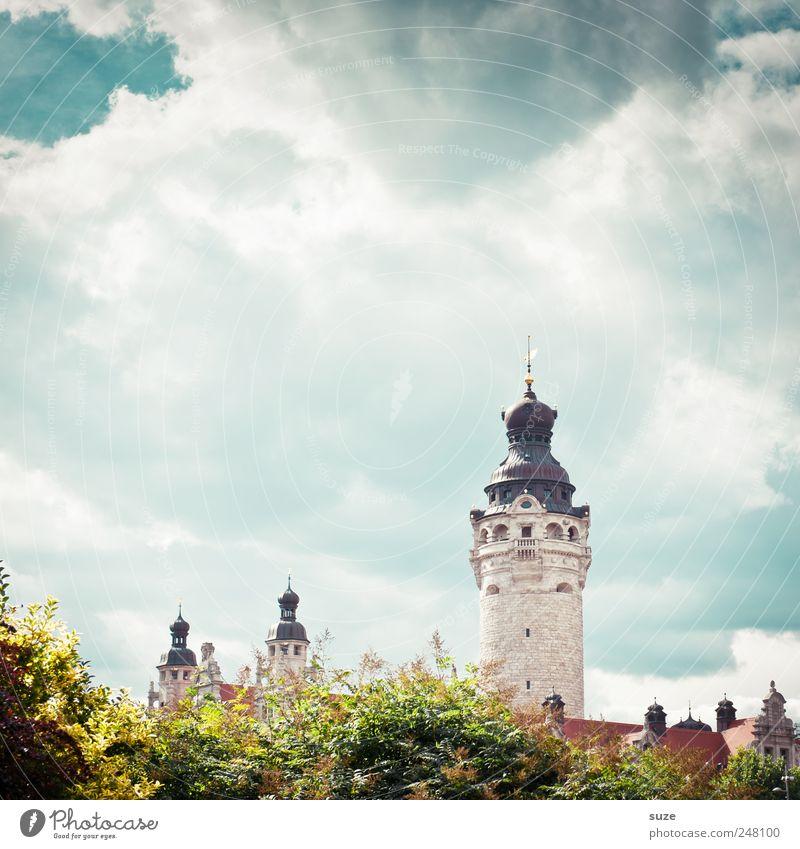 Schlösschen Himmel grün Baum Wolken Umwelt Architektur Klima Schönes Wetter Sträucher Turm Kultur fantastisch historisch Leipzig Wahrzeichen Märchen