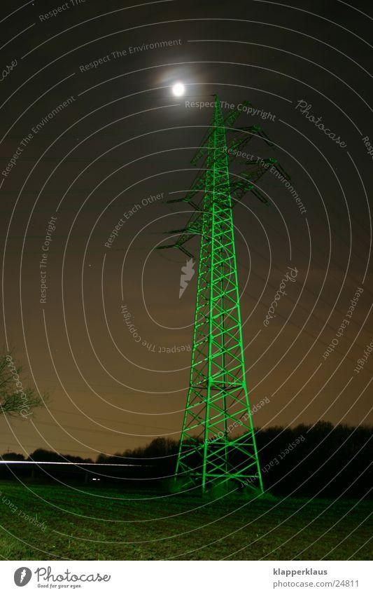 Grüner Strom Strommast grün Nacht Elektrisches Gerät Technik & Technologie Mond Beleuchtung