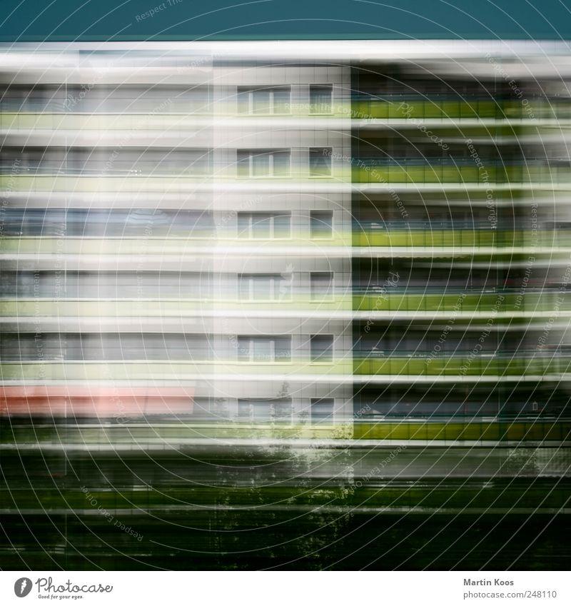 Krise ist die neue Normalität Stadt Haus Hochhaus Gebäude Architektur Fassade Balkon Fenster dunkel eckig fantastisch Unendlichkeit modern Geschwindigkeit