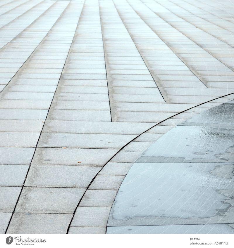 Berlin Alexanderplatz Architektur grau Stein Linie Perspektive Platz Mitte Stadtzentrum Berlin-Mitte Alexanderplatz Bodenplatten Strukturen & Formen