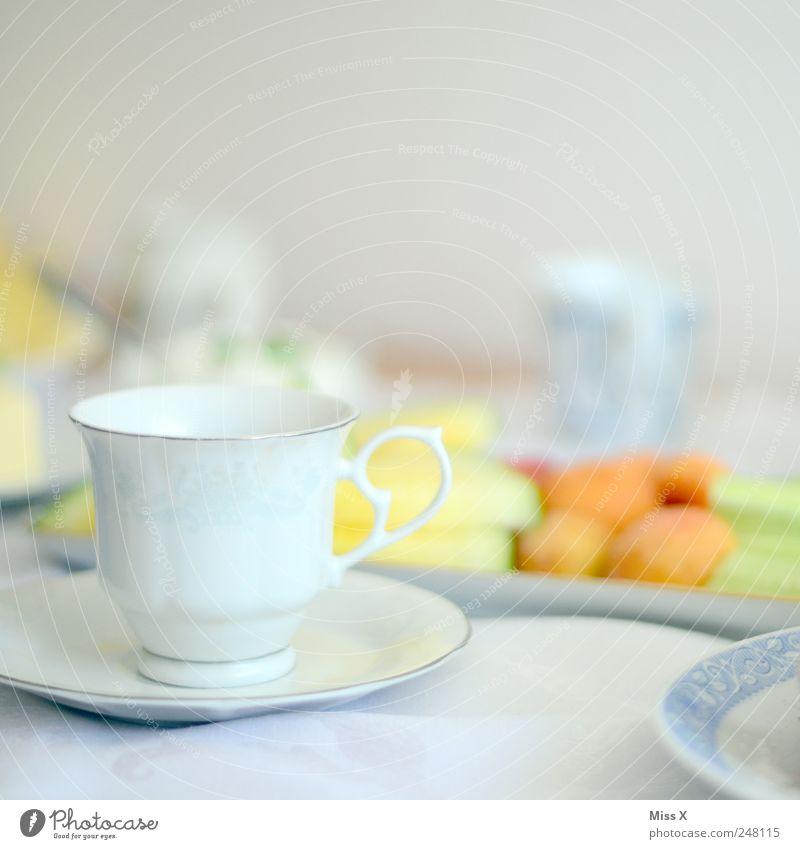 Tässchen weiß Ernährung Lebensmittel Feste & Feiern Frucht Tisch Getränk Kaffee trinken Geschirr Tasse Frühstück Büffet Brunch Kaffeetasse