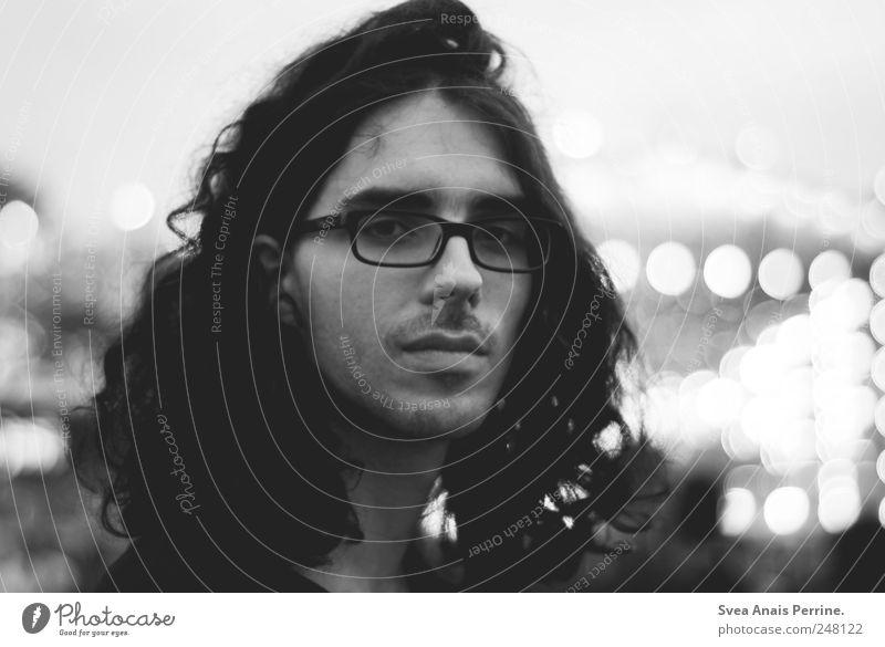 777. Mensch Jugendliche Gesicht Gefühle Haare & Frisuren Traurigkeit Erwachsene Geschwindigkeit maskulin Brille Trauer retro einzigartig beobachten Konzert