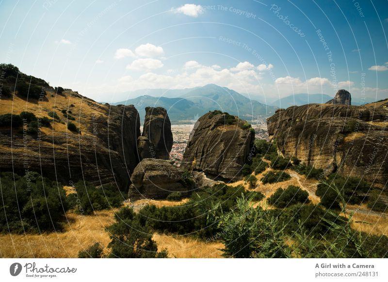 at the top of Thessalia Umwelt Natur Landschaft Pflanze Erde Himmel Wolken Sommer Klima Schönes Wetter Hügel Felsen Berge u. Gebirge authentisch außergewöhnlich
