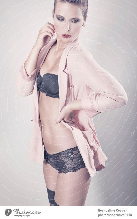 Rosé I Stil schön Mensch feminin Frau Erwachsene Körper 1 18-30 Jahre Jugendliche Mode Hemd Jacke Strümpfe Unterwäsche Stoff brünett stehen Erotik dünn rosa