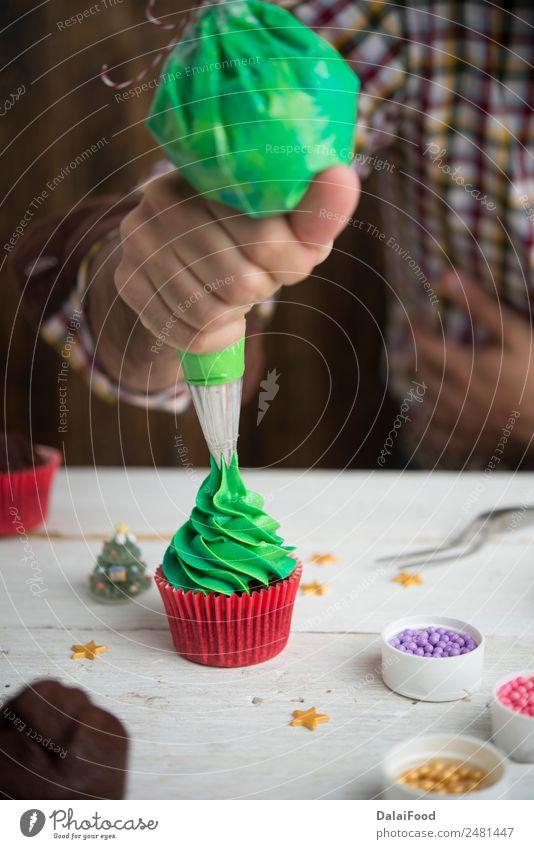 Herstellung von Muffins für die Weihnachtszeit Dessert Winter Dekoration & Verzierung Feste & Feiern Weihnachten & Advent Baum Holz lecker neu grün rot weiß