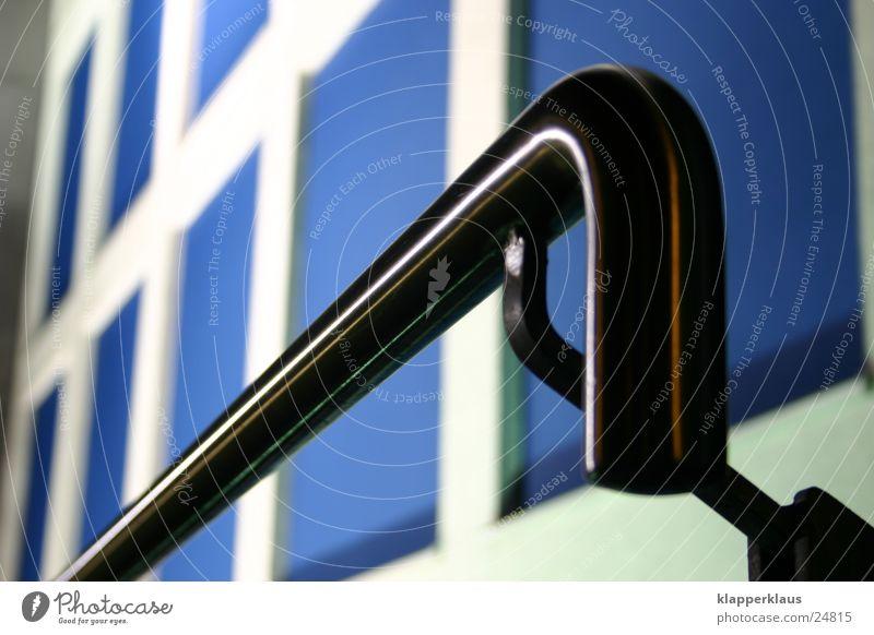Blue Wall blau Wand Beleuchtung Architektur Geländer Edelstahl